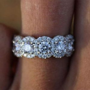 Jewelry - Beautiful round white sapphire Cz diamonds